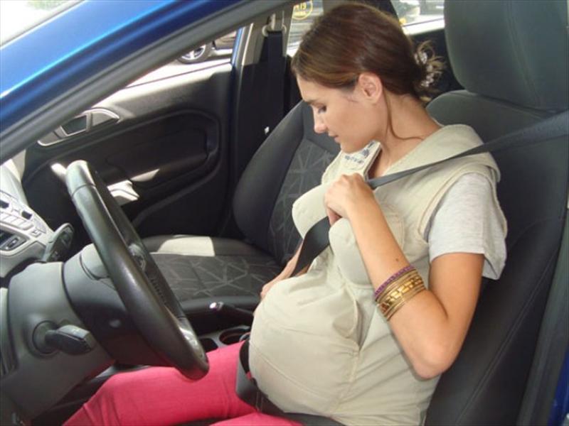 La correcta colocación del cinturón de seguridad si estás embarazada